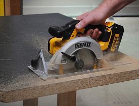 A carpenter uses a circular saw. (Photo: toosstop/Flickr)