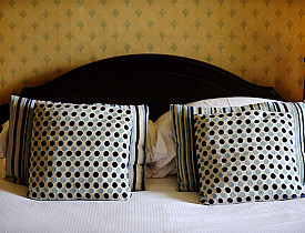 Feng Shui expert Ann Bingley Gallops of Open Spaces Feng Shui dishes out tips for improving your love life by improving your bedroom's Feng Shui. (Photo: The Falcondale/Flickr)