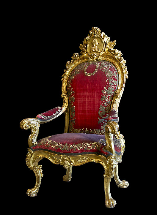 Photo of the throne of Charles III of Spain by Jebulon/Wikimedia Commons.